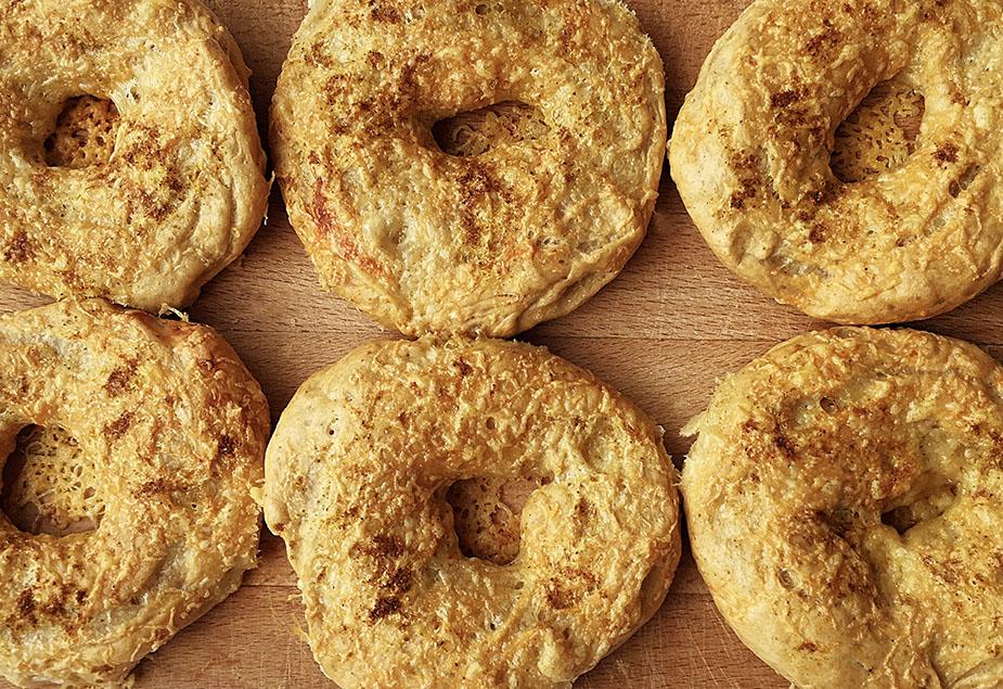 Spiced spelt bagels
